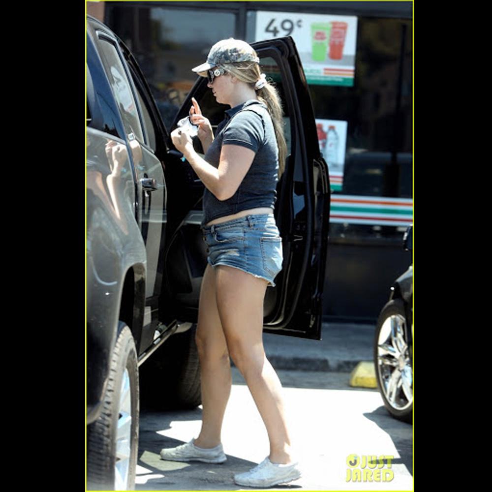 Lana del Rey mujer en la calle