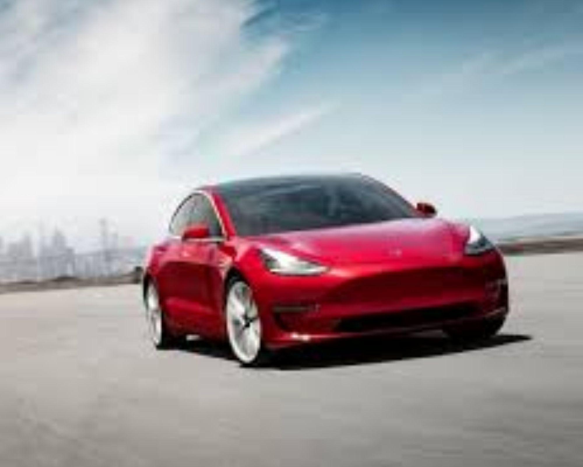 auto tesla rojo