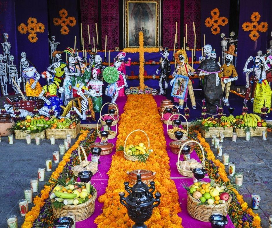 Día de Muertos ofrenda